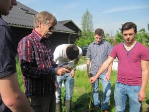 Veldwerk op het Veldwerkstudiecentrum in Hei- en Boeicop met klas 5 van het JvO Amersfoort.